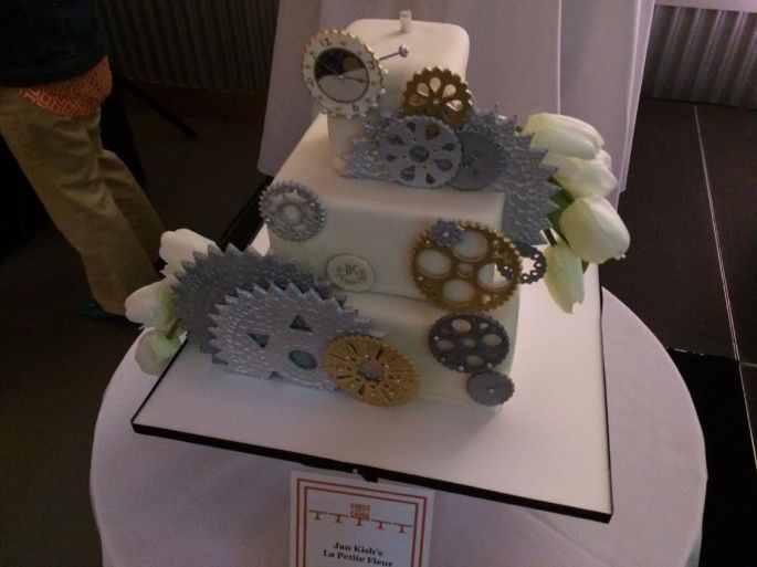 an example of an intricate auction cake.